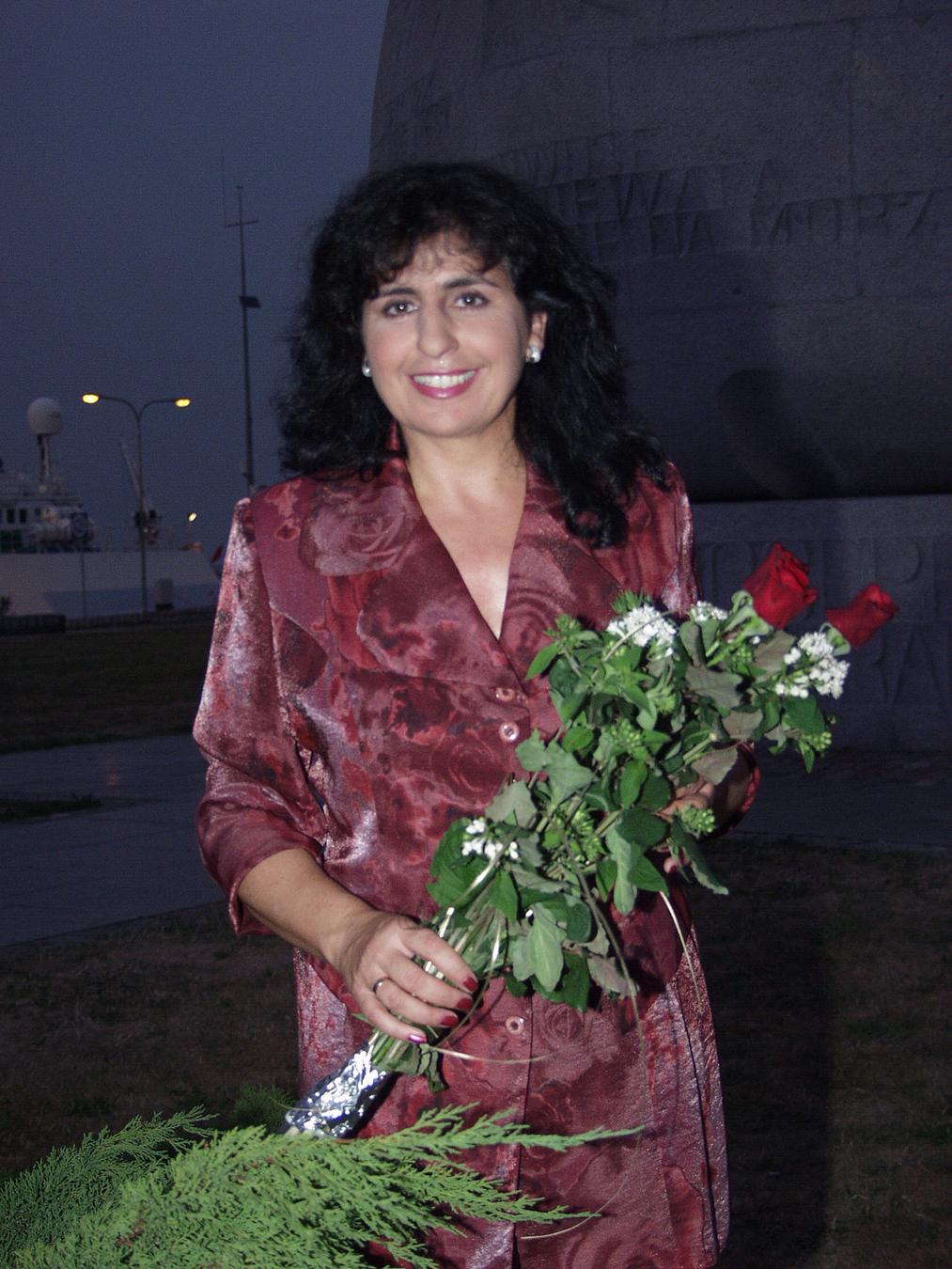 """Eleni podczas """"Wielkiego Finału Lata z Radiem"""" w 2002 roku"""