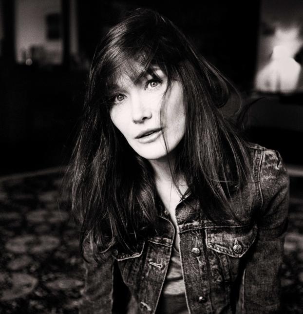 """Carla Bruni na zdjęciach z nowej sesji do """"Little French Songs"""""""