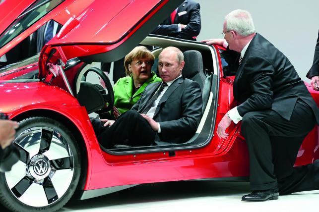 Angela Merkel, Władimir Putin i szef VW Martin Winterkorn