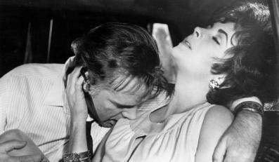 """Elizabeth Taylor i Richard Burton w filmie """"Haiti - wyspa przeklęta"""" (1965)"""