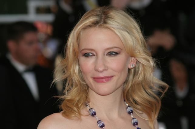"""Cate Blanchett na premierze filmu """"Indiana Jones i Królestwo Kryształowej Czaszki"""" w Cannes (2008)"""