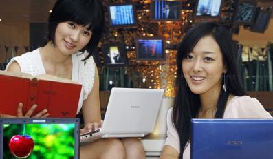 10 cali Samsunga w rękach ślicznych modelek
