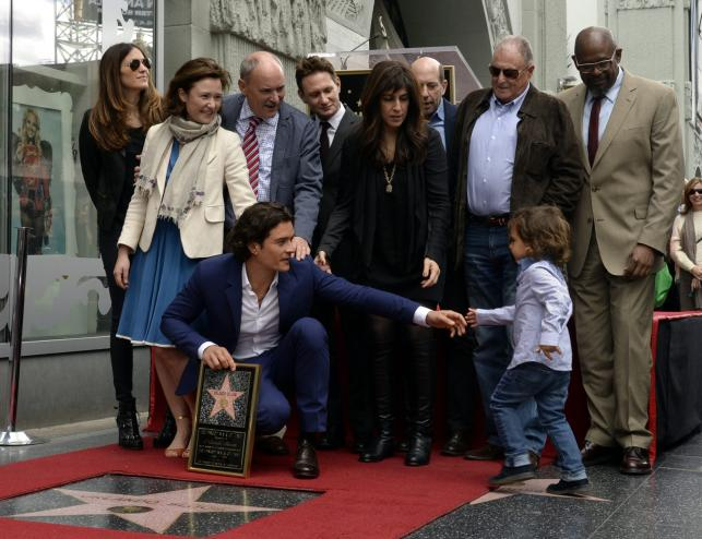Orlando Bloom z synkiem Flynnem i gośćmi ceremonii na Hollywood Walk of Fame