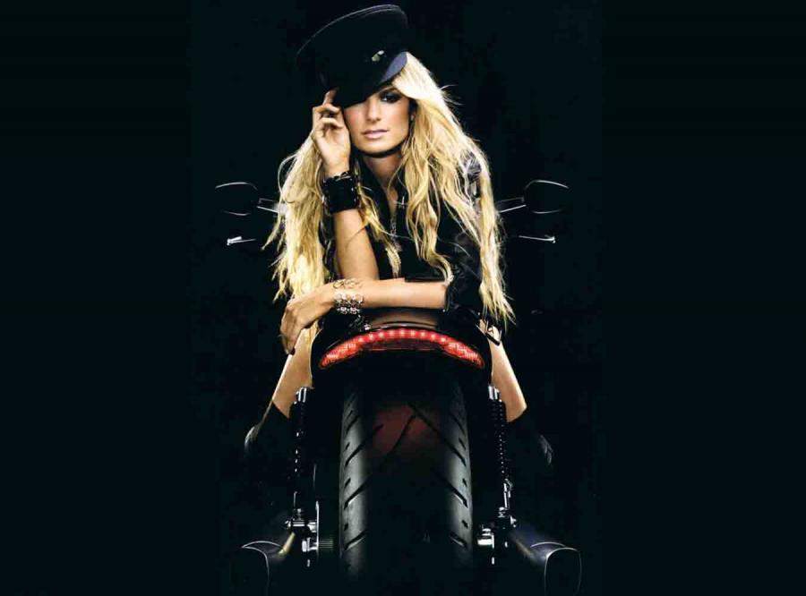 ...  pojawia się kultowa supermodelka Marisa Miller