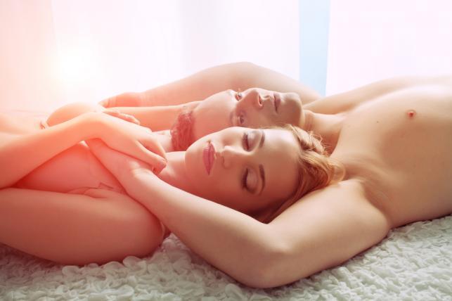 """Jakie """"łóżkowe zachowania"""" mężczyzn lubią kobiety?"""