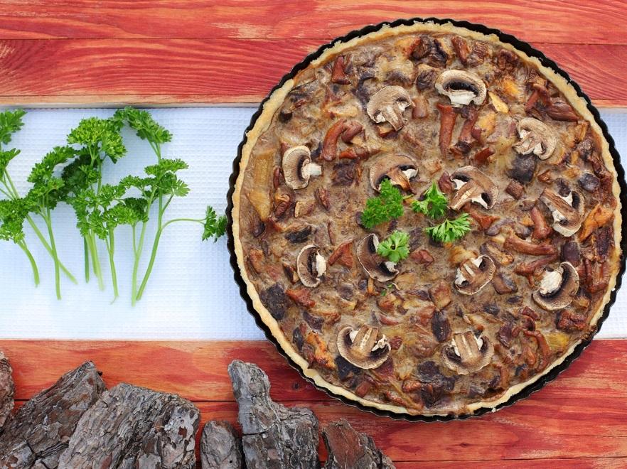 Tarta z sosem pieczarkowym