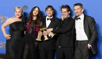 "Najlepszy film dramatyczny:<br>""Boyhood"" (na zdjęciu twórcy filmu: Patricia Arquette, Lorelei Linklater, Richard Linklater, Ellar Coltran i Ethan Hawke)"