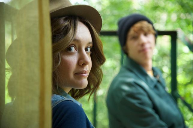 "Thomas Mann i Olivia Cooke w filmie ""Me and Earl and the Dying Girl"""