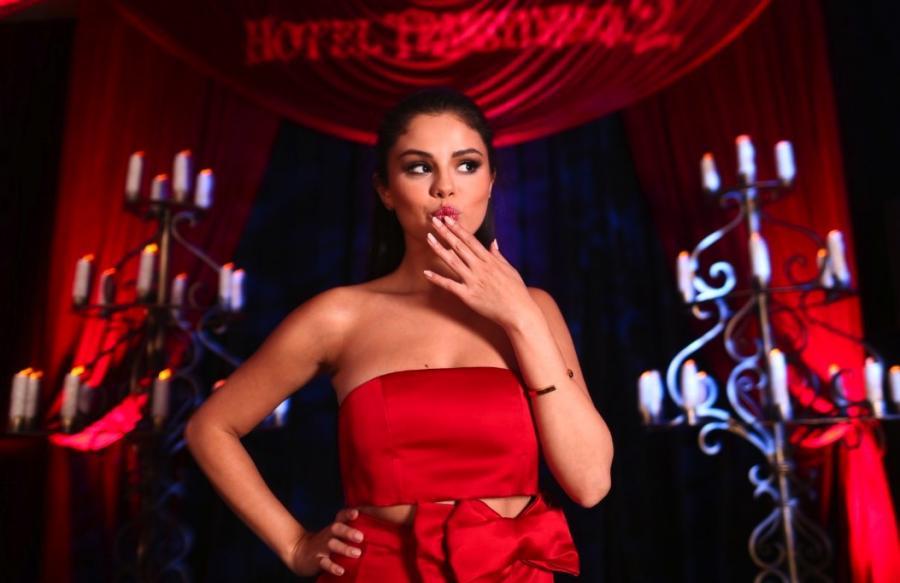Hotel Transylvania 2 użyczyła głosu Mavis