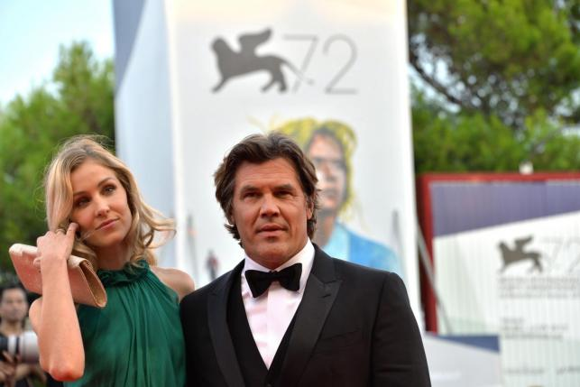 """Josh Brolin z żoną na premierze """"Everestu"""" w Wenecji"""