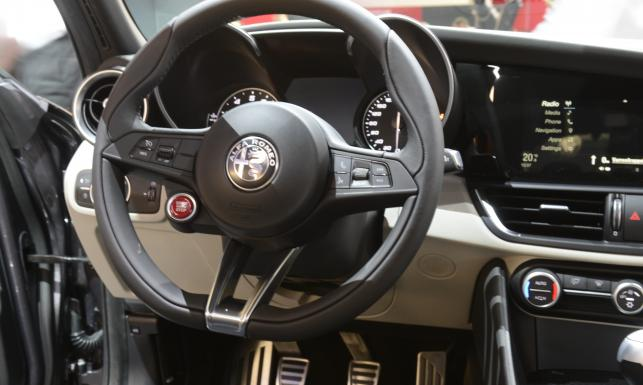 Sensacyjna premiera Alfy Romeo we Frankfurcie. Napędem zmiata BMW. ZDJĘCIA