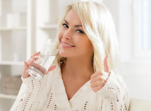 Warto pić wodę od razu po przebudzeniu