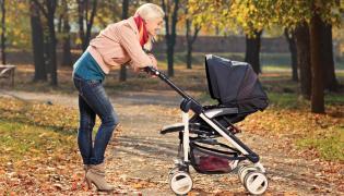 Jesienny spacer z niemowlęciem