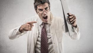 Zdenerwowany lekarz