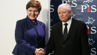 Prezes PiS Jarosław Kaczyński i kandydatka na premiera Beata Szydło podczas konferencji prasowej po posiedzeniu komitetu politycznego Prawa i Sprawiedliwości