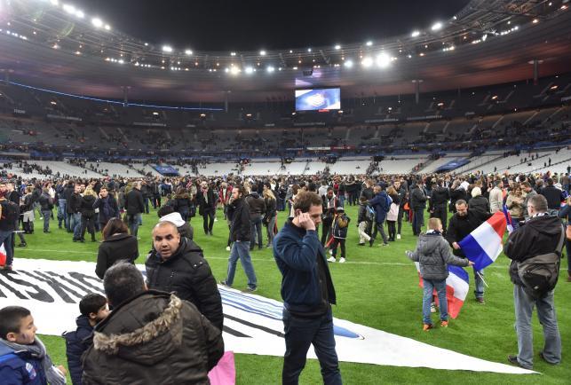 Zamachy terrorystyczne w Paryżu. Kibice bali się opuszczać Stade de France