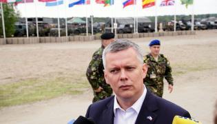 Minister obrony Tomasz Siemoniak w Świętoszowie, podczas manewrów żołnierzy z siedmiu państw wchodzących w skład Połączonych Sił Zadaniowych Bardzo Wysokiej Gotowości, czyli szpicy NATO