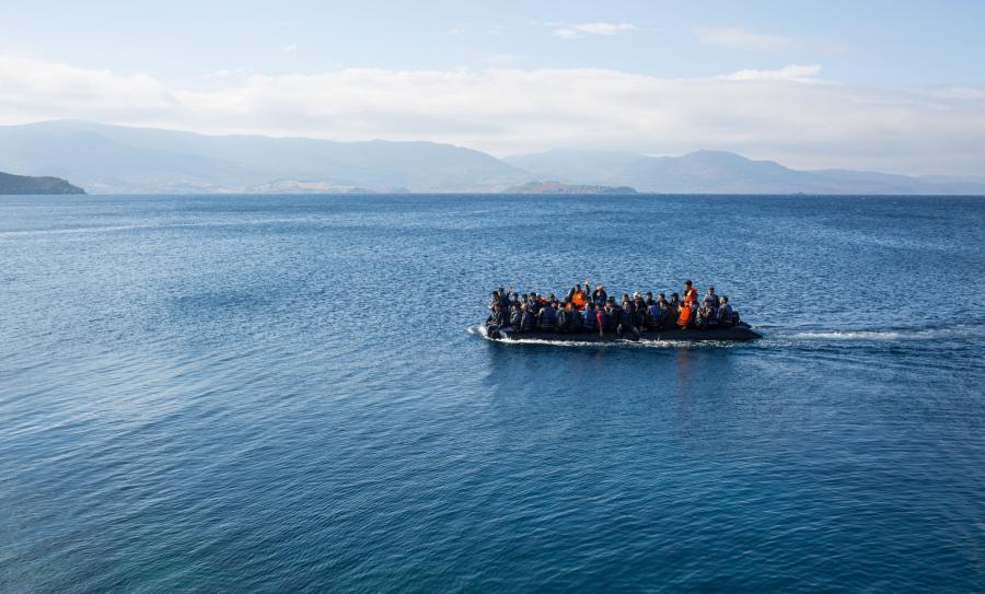 Uchodźcy dopływają do Lesbos