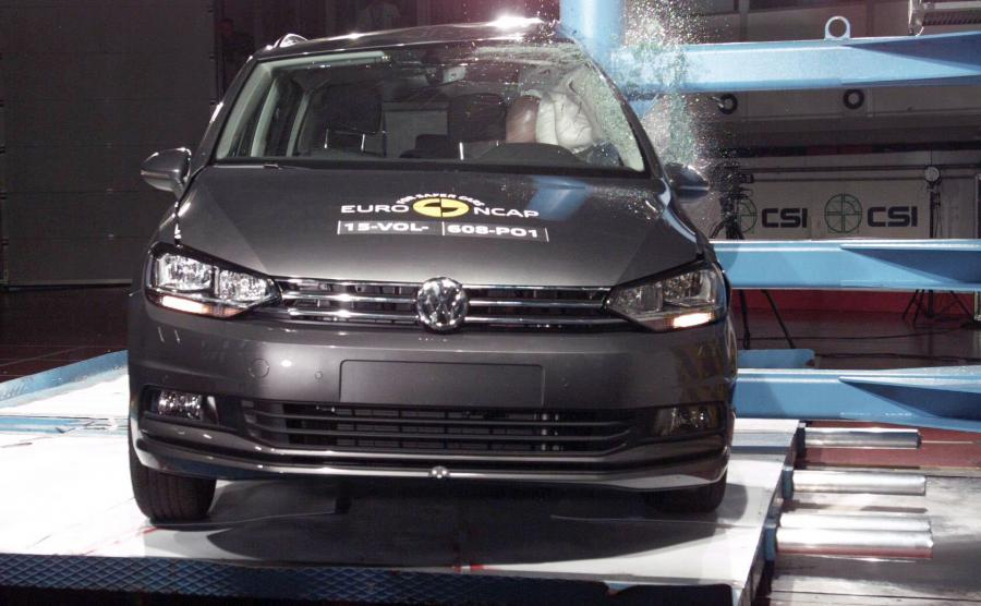Volkswagen touran - najbezpiecznejszy kompaktowy van 2015 wg Euro NCAP