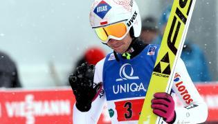 Kamil Stoch podczas konkursu drużynowego mistrzostw świata w lotach narciarskich na skoczni Kulm w austriackim Bad Mitterndorf