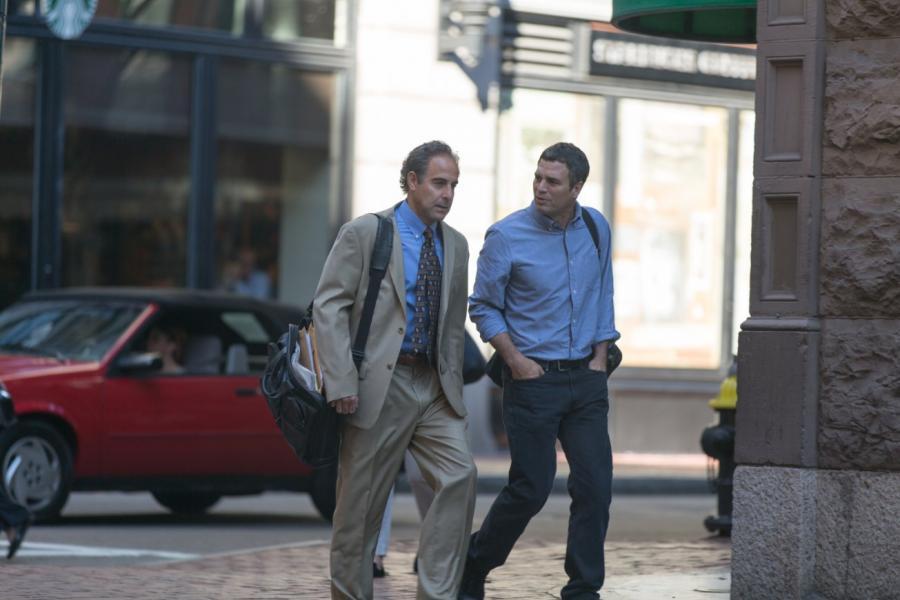 "Stanley Tucci i Mark Ruffalo w filmie ""Spotlight"""