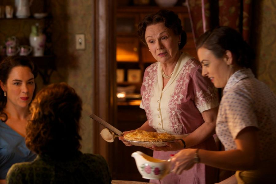 "Julie Walters i Nora-Jane Noone w filmie ""Brooklyn"""