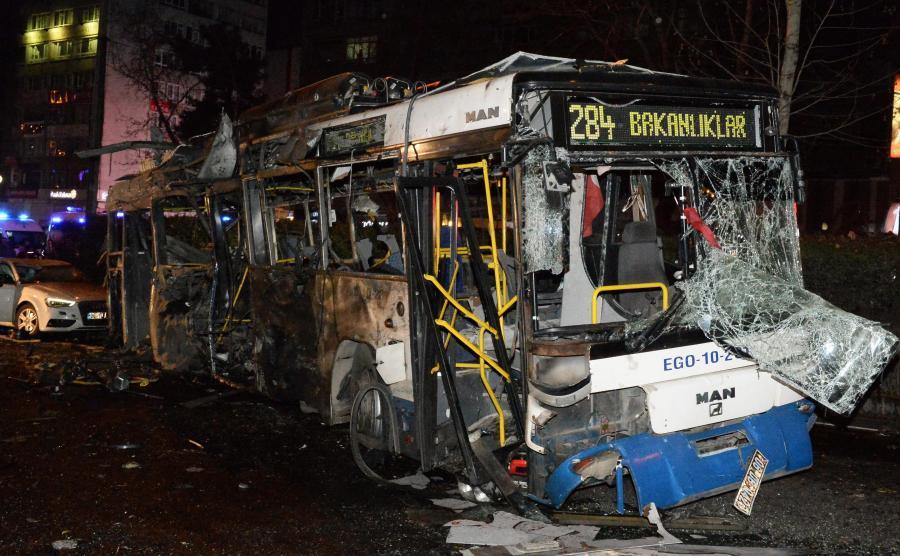 Ankara, Turcja. Zamach bombowy w centrum miasta. Jest wielu zabitych