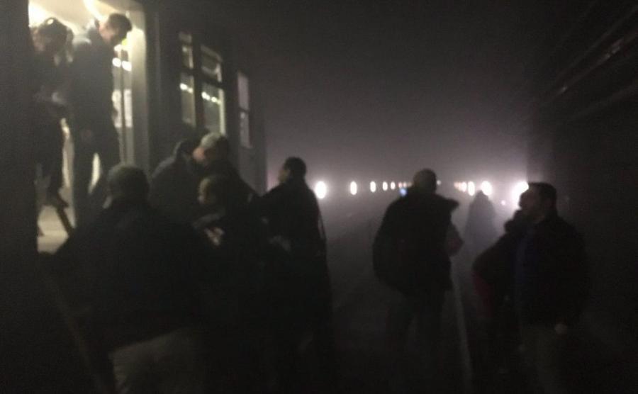 Ewakuacja pasażerów z pociągów metra w Brukseli