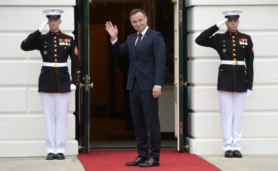 Andrzej Duda wchodzi do Białego Domu