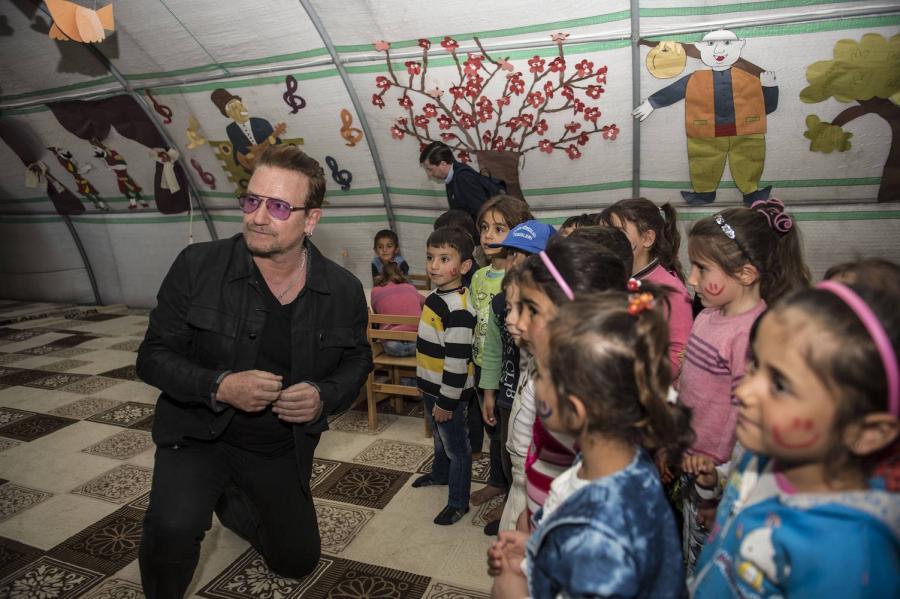 Bono podczas spotkania z dziećmi syryjskich uchodźców