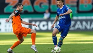 Zawodnik KGHM Zagłębia Lubin Filip Starzyński (L) i Patryk Lipski (P) z Ruchu Chorzów, podczas meczu Ekstraklasy