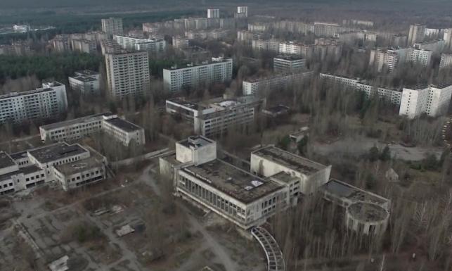 Wymarłe miasto Prypeć - 30 lat po wybuchu w Czarnobylu [NAGRANIE Z DRONA]