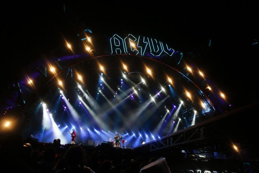 Pierwszy występ Rose'a z AC/DC, który odbył się 7 maja 2016 roku w Lizbonie