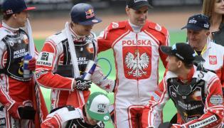 Uroczyste pożegnanie wybitnego polskiego żużlowca Tomasza Golloba (C), w trakcie towarzyskiego meczu żużlowego Polska - Reszta Świata