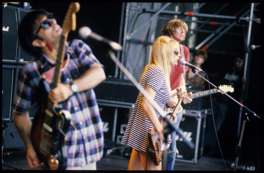Kim Gordon na scenie z Sonic Youth