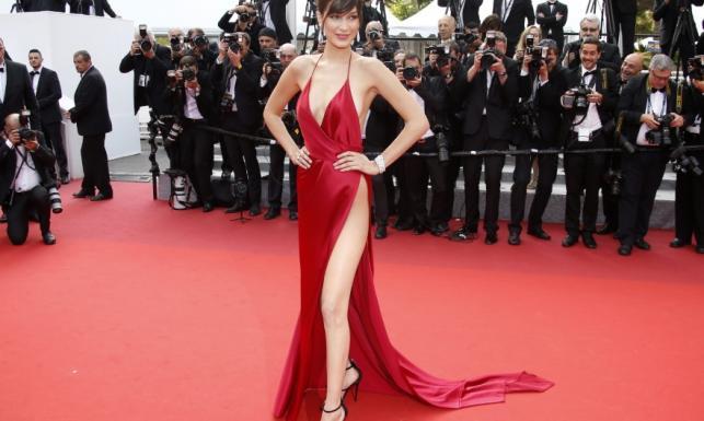 Skandal w Cannes: prawie naga modelka na czerwonym dywanie