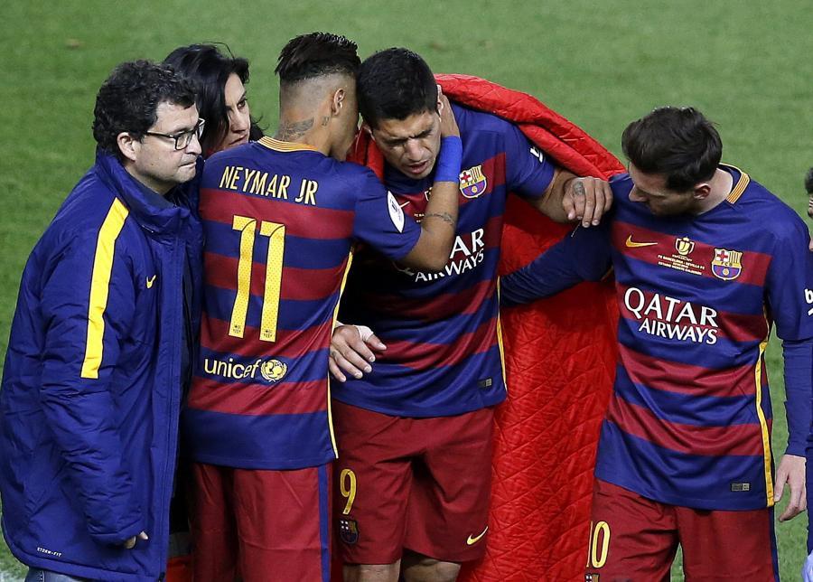 Luis Suarez (w środku)