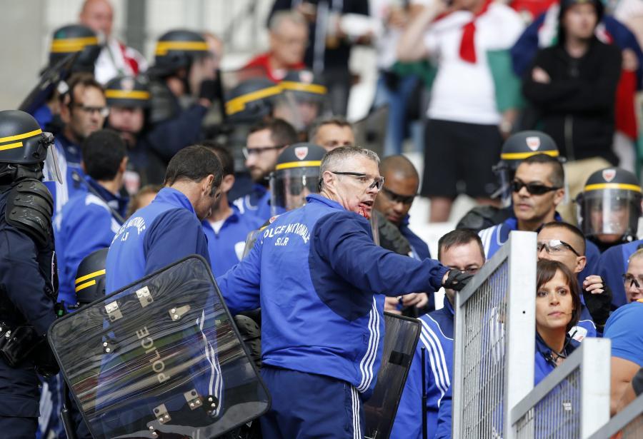 To nie są grzeczni chłopcy. Węgrzy bili się z Policją w trakcie meczu z Islandią