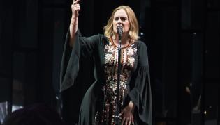 Adele podczas występu na Glastonbury 2016