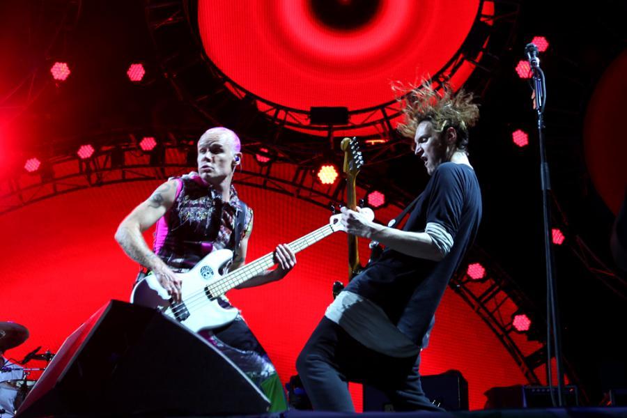 """Wielkie show czeka nas także w Krakowie. 25 lipca zagra tam słynna kalifornijska grupa Red Hot Chili Peppers. Bilety dla wszystkich miłośników dobrego rocka są dostępne w cenie od 299 złotych. Dla miłośników """"Under The Bridge"""" czy """"Scar Tissue"""" są one bezcenne./ fot. Joanna Combik"""