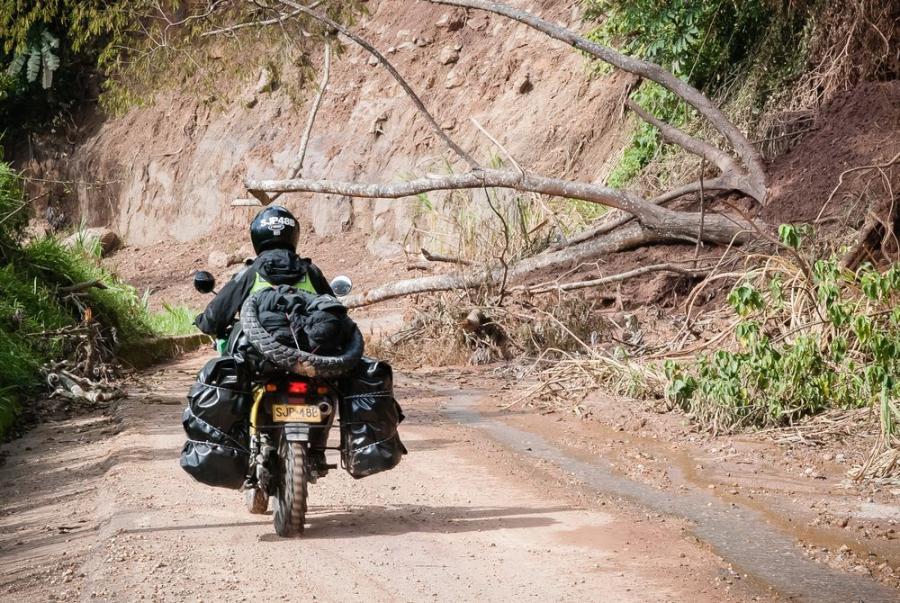 Lawiny błotne w Kolumbii, pierwszy dzień na motorze; fot. T. Bogusz / Pirania na kolację