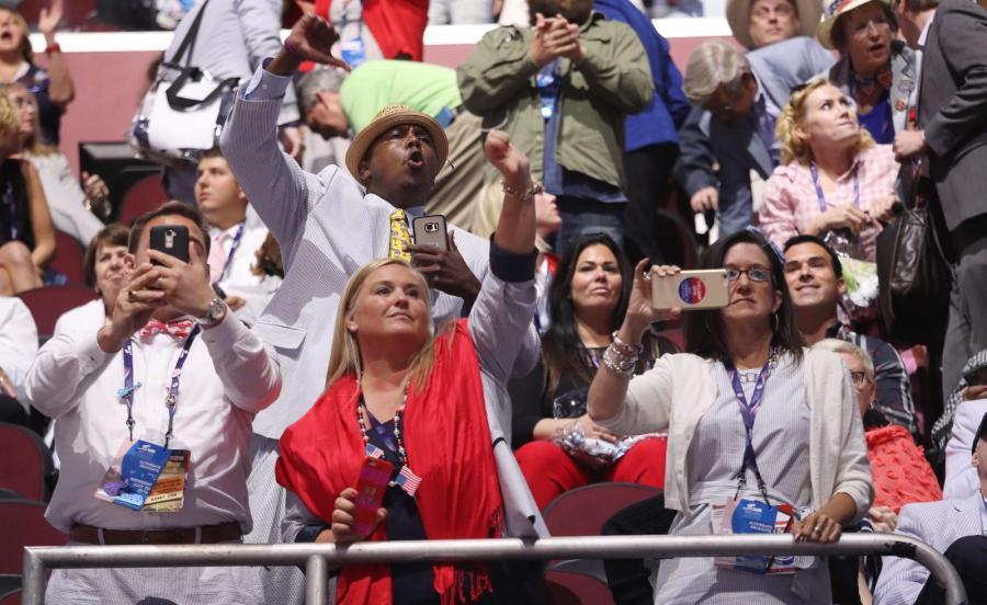 Uczestnicy konwencji Republikanów reagują na wystąpienie Teda Cruza