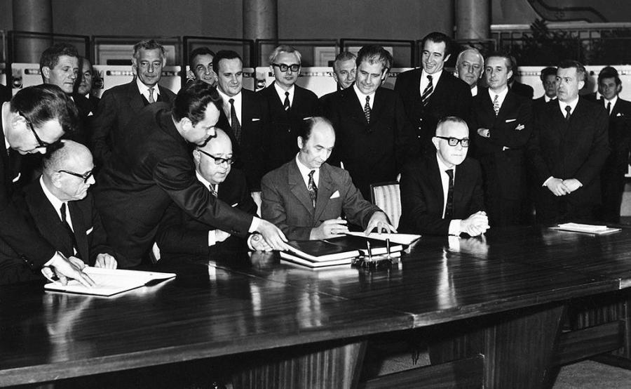 """Podpisanie umowy o """"współpracy przemysłowej i licencji"""""""