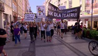"""Protestowali przeciwko wyborowi dyrektora Teatru Polskiego we Wrocławiu. """"Reżyserujmy spektakle, nie konkursy"""""""