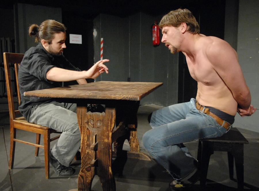 Prawo McGoverna jest pierwszym dramatem, jaki Zbigniew Hołdys napisał z myślą o profesjonalnym teatrze