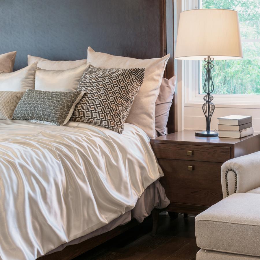 Łóżko sypialnia materac poduszki
