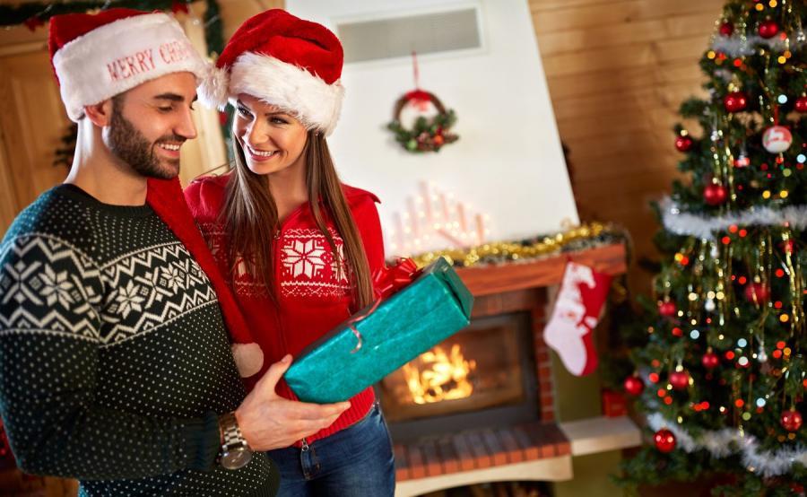 Para i świąteczne prezenty