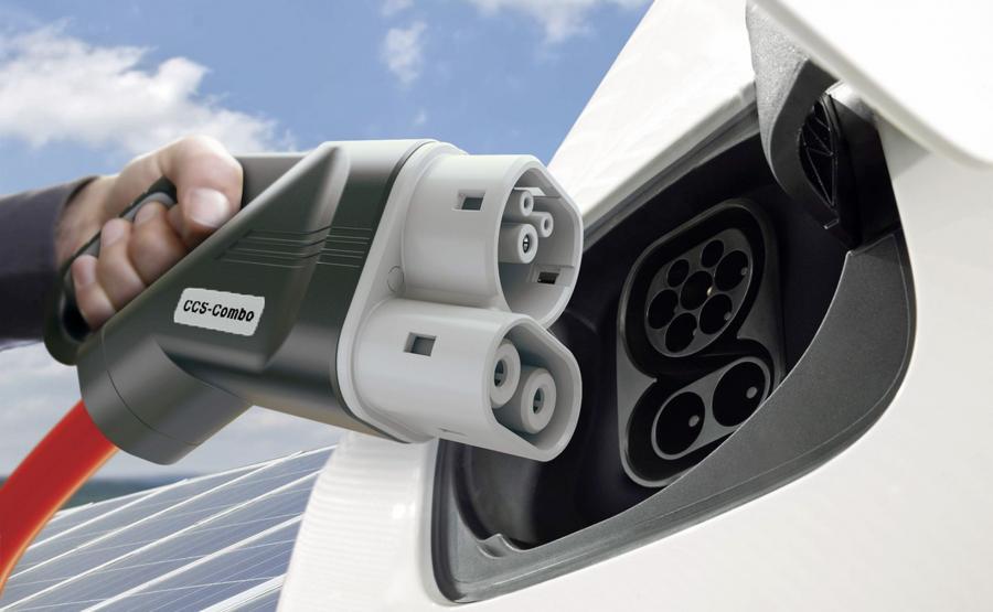 Audi, BMW, Daimler AG, Ford i Porsche planują budowę przy europejskich autostradach sieci ładowania pojazdów elektrycznych, która ma bazować na standardzie Combined Charging System (CCS) - jedna wtyczka pasuje do aut różnych marek