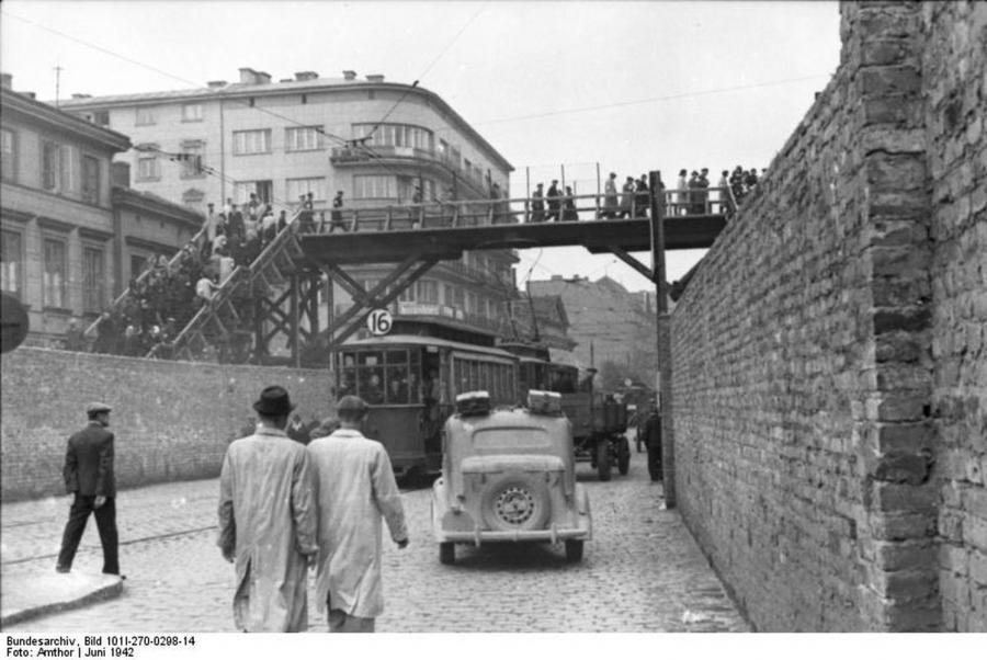 Most nad ulicą Chłodną w Warszawie