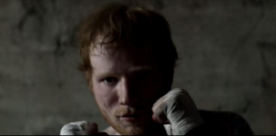 "Ed Sheeran w teledysku ""Shape Of You"""